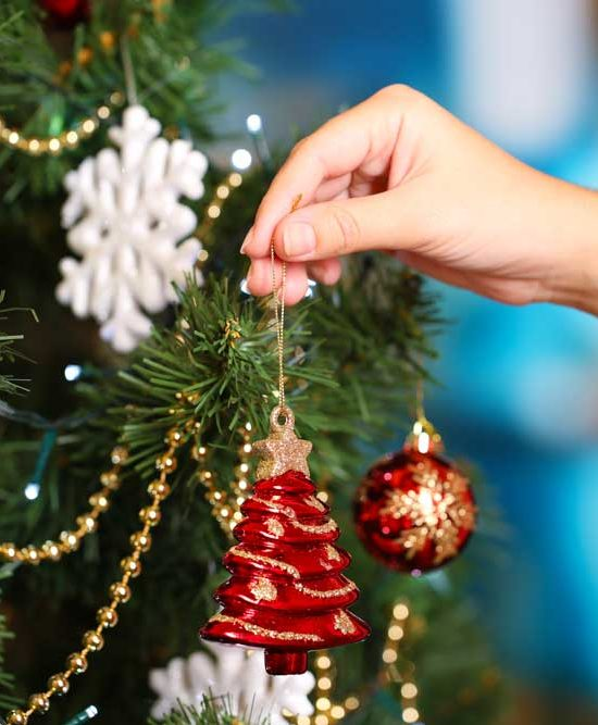 How to Properly Pack Christmas Ornaments and Decor